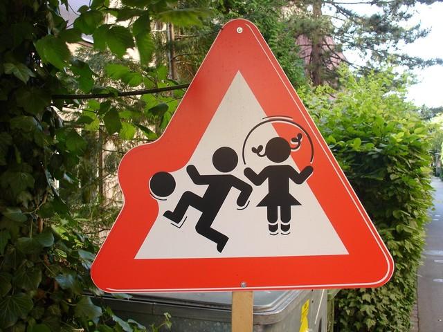 Осторожно дети знак своими руками